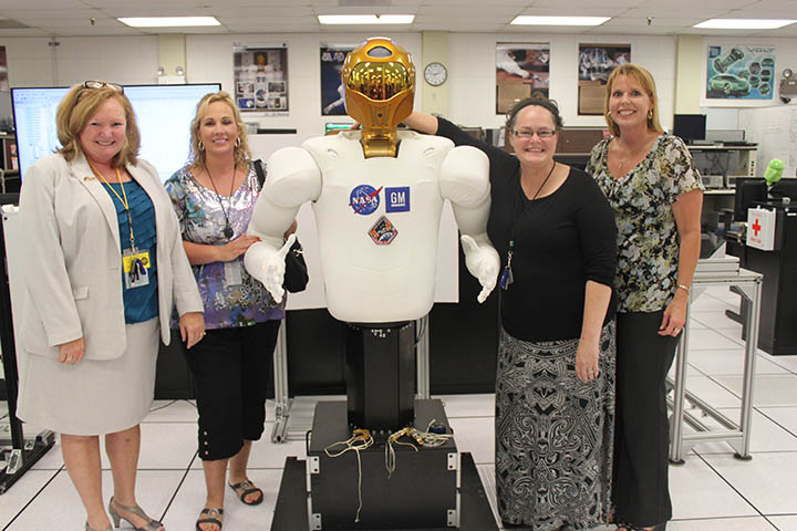 Robonaut gives a tour of the Robotics Lab at NASA.