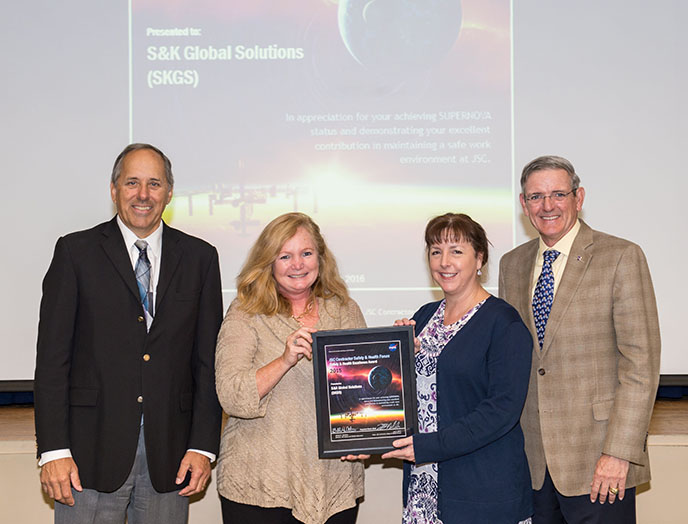 DATE: 3-22-16 LOCATION: Gilruth - Alamo Ballroom SUBJECT: 2015 JSC Contractor Safety Forum awards presentations. PHOTOGRAPHER: Lauren Harnett